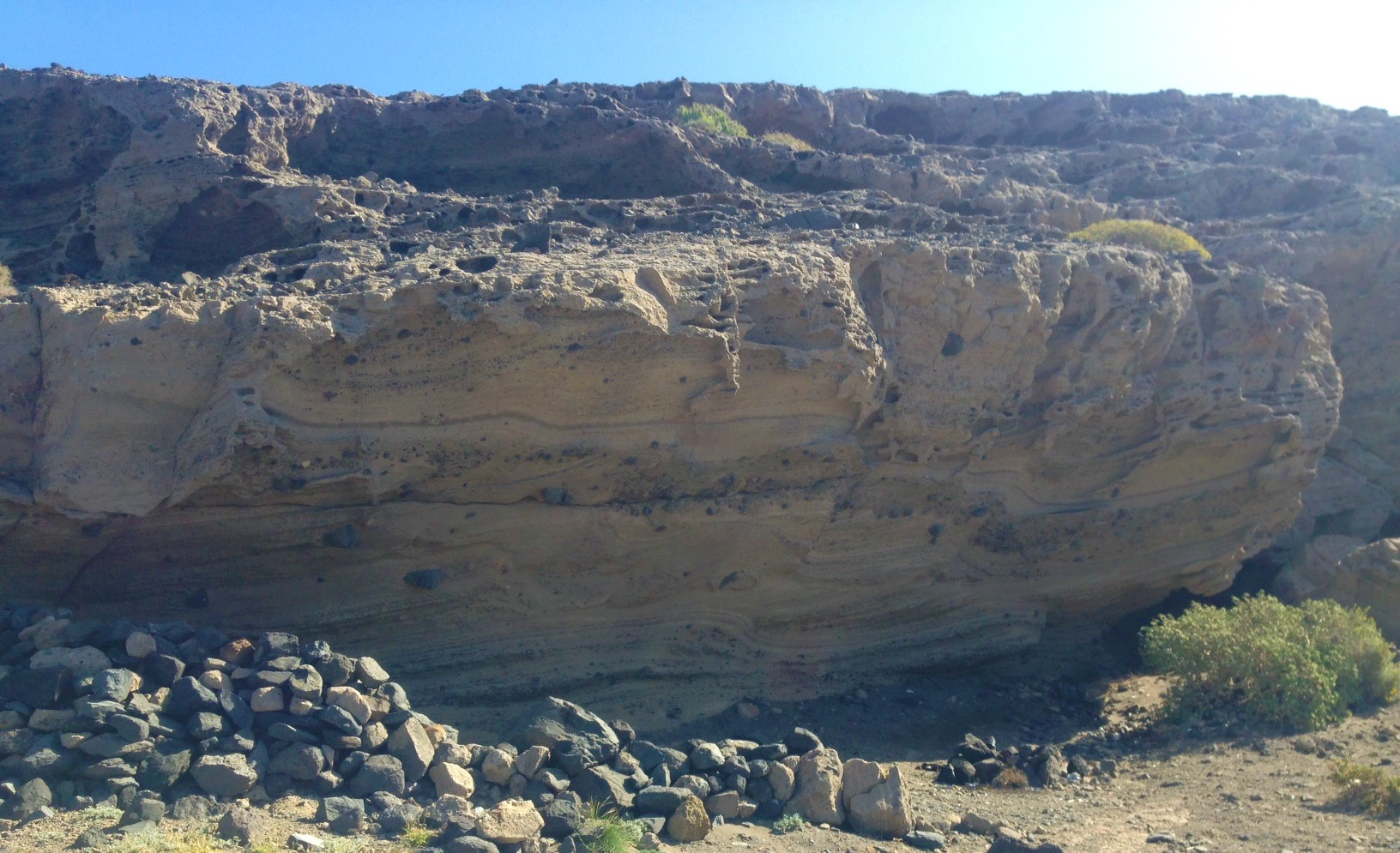 cueva montaña pelada viento